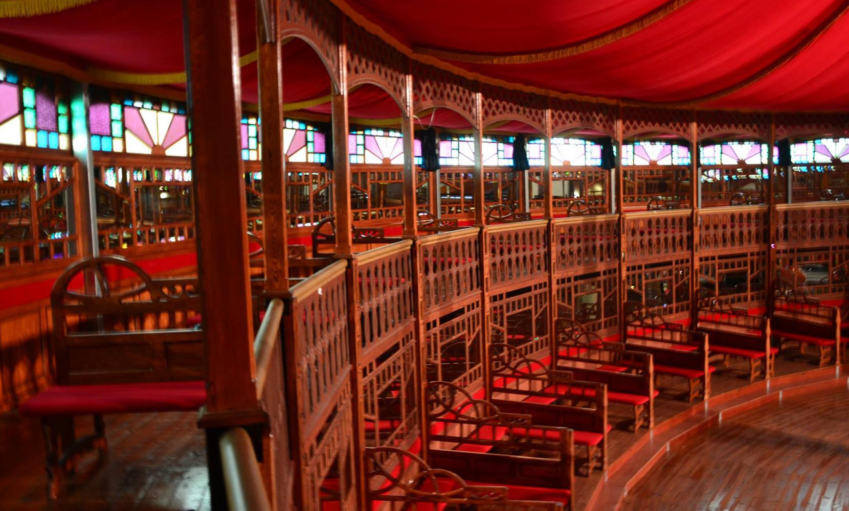 Het Spiegelpaleis - Mirror tent Queen Of Flanders - interior